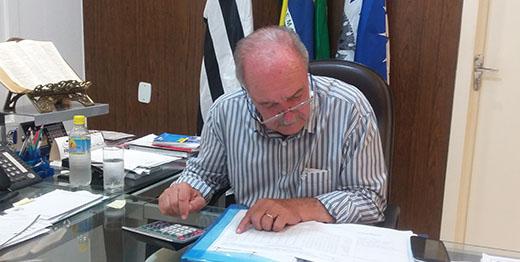 Secretários e diretores da Prefeitura pedem demissão coletiva; Bento não aceita
